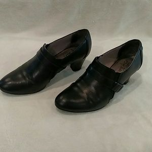 Life Stride soft system booties Black size 8 1/2